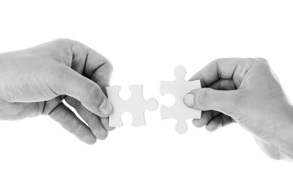https://pixabay.com/de/photos/verbinden-verbindung-zusammenarbeit-20333/